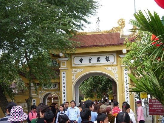 Chua Tran Quoc : Entrance to Tran Quoc