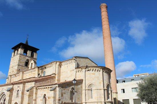 NH Zamora Palacio del Duero: Hotel detrás de la iglesia