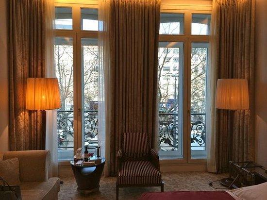 Hôtel Barrière Le Fouquet's Paris: Room 204 - Executive Champs-Élisées Room