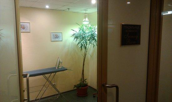 BEST WESTERN PLUS Vega Hotel & Convention Center: Гладильная комната на этаже