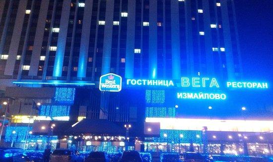 BEST WESTERN PLUS Vega Hotel & Convention Center: Вечерняя подсветка