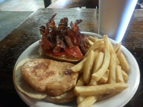 Substation: Great buegers bacon cheesenurger wih fries. Burgers sre fresh hand pressed