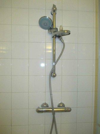 Hotel des Batignolles: L'ingegno della doccia