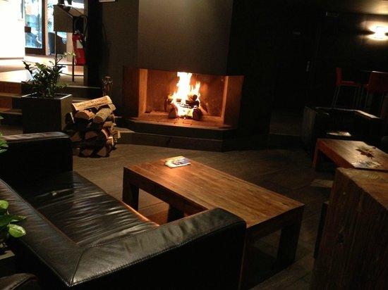 Quality Hotel Le Cervolan Chambery - Voglans : Le salon cheminée