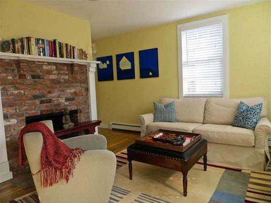 Atlantic Light Inn: Living Room
