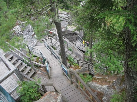 Polar Caves Park : A few stairs around the caves.