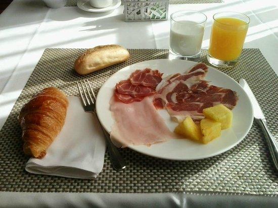 Hotel Enclave: Desayuno