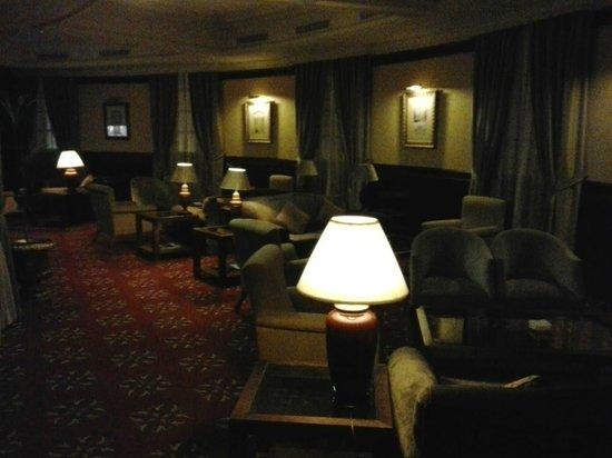 Hotel Enclave: Salón Inglés con piano y actuaciones