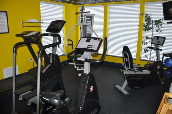 Comfort Inn & Suites Airport: Workout area