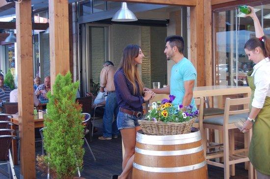 en la terraza del Restaurante Los Arcos
