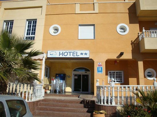 Hotel Blanca Brisa: Fachada de Hotel.