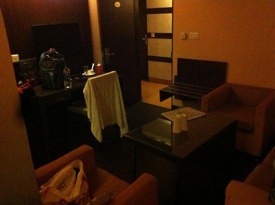 Hotel BB Palace: O quarto - até bonitinho, MAS SEM JANELA!!