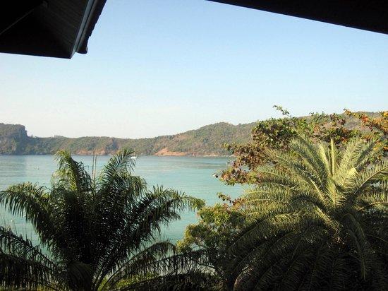 Phi Phi Island Cabana Hotel : Vue sur la baie depuis la chambre