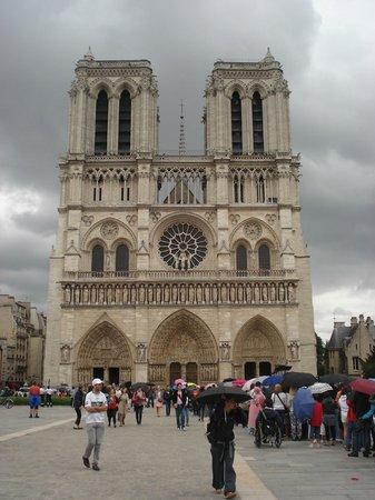 Hotel Lotti Paris: Igreja Notre Dame