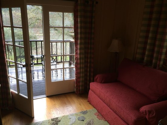 Wine Country Inn & Cottages: Balcony and sitting room