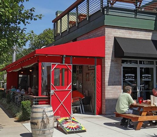 Midwood Smokehouse : Enjoy our Patio and the great Charlotte weather!
