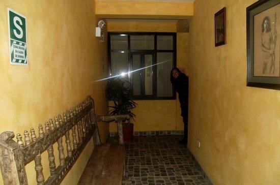 Andean Wings Boutique Hotel: Corredor hacia las habitaciones