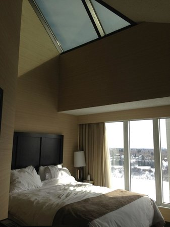 Radisson Hotel Saskatoon: Afternoon in this sunny beautiful room
