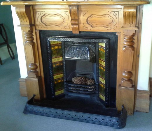 Dunstan House: Jaw dropping fireplace