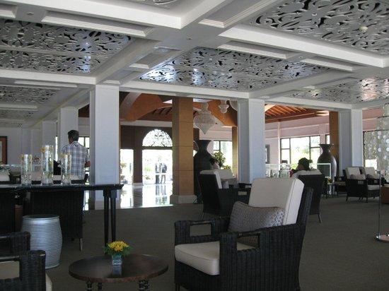 Vivanta by Taj - Bentota: Reception atrium