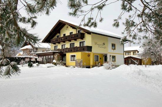 Pension Fischinger: Haupthaus  im Winter