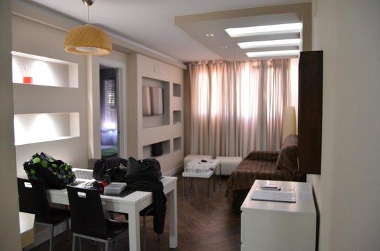 Gaudint Barcelona Suites: sala