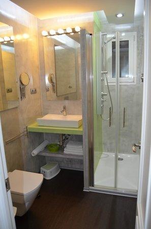 Gaudint Barcelona Suites: baño 2