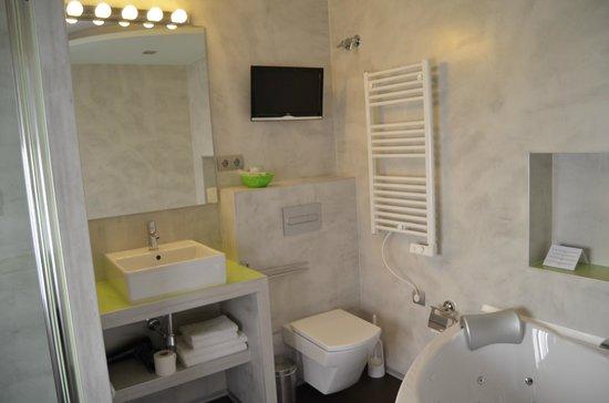 Gaudint Barcelona Suites: baño 3