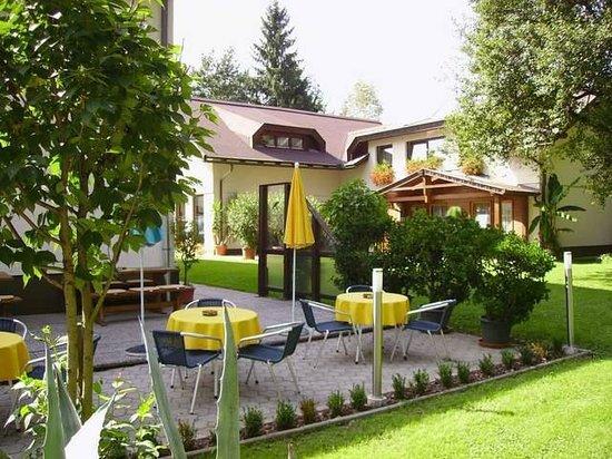 Pension Fischinger: Nebenhaus mit Terrasse