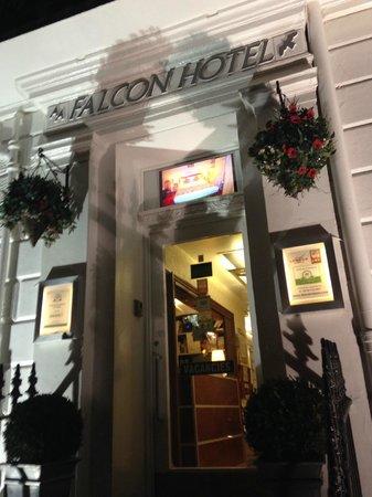 Falcon Hotel : Entrance