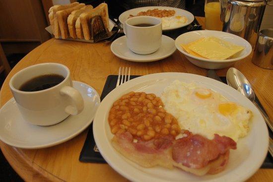 Falcon Hotel: English breakfast