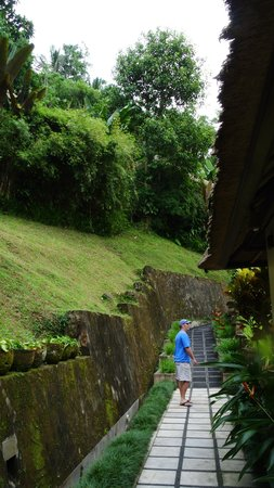 Hanging Gardens of Bali: Walkway to our room