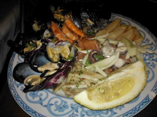 La Sciavica: insalata di mare (bell' aspettp ma poco sapore:surgelata)
