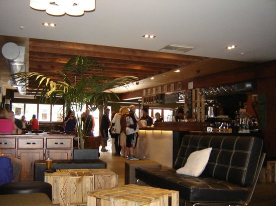 Deep Creek Brews & Eats : The bar.