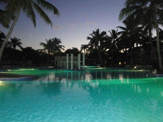 Iberostar Costa Dorada: Piscine au soleil levant