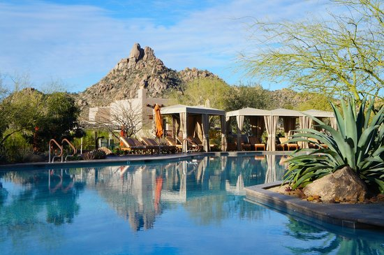 Four Seasons Resort Scottsdale at Troon North : View from main pool