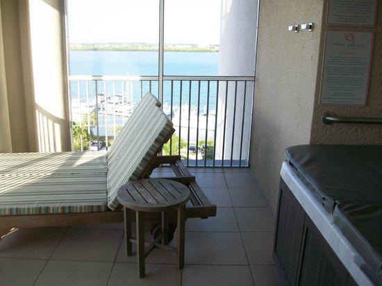 Pink Shell Beach Resort & Marina: Marina view from the back lanai. Hot tub also!