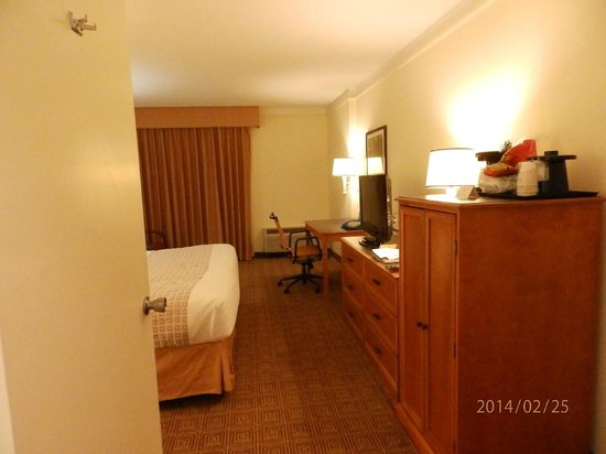 La Quinta Inn & Suites Ft Lauderdale Cypress Creek: bom quarto