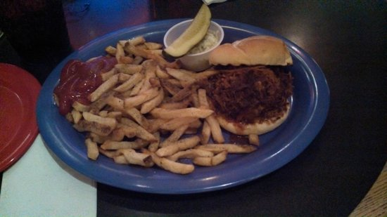 """King Street Blues: Plenty of warm, oily """"hand cut fries"""" and a pulled pork sandwich"""