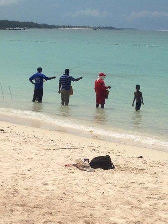 Ambre Mauritius : Fishermen on the beach