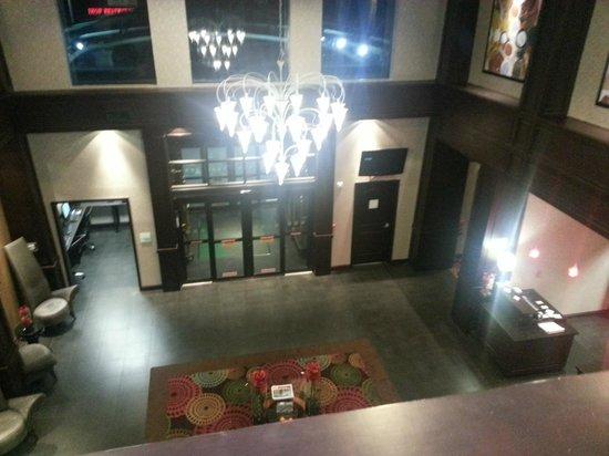 Holiday Inn Arlington: View of lobby from second floor