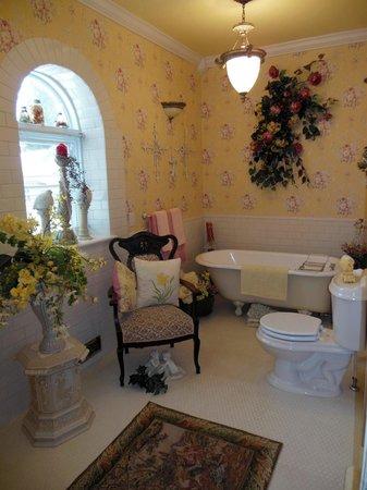 Baert Baron Mansion: The Baron Suite - Bathroom