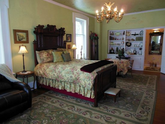Baert Baron Mansion: The Baron Suite