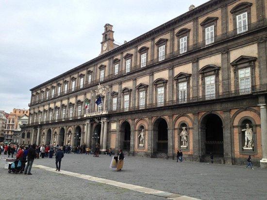 Royal Palace Napoli (Palazzo Reale Napoli): outside view