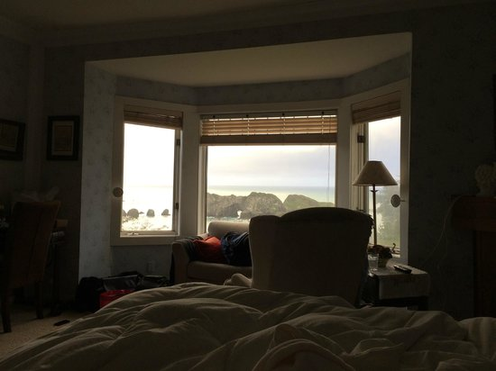 Sandpiper House Inn: Excuse our mess, but this is a view from the bed in the Clifton room as we opened our eyes.