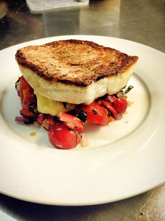 Globe Hotel Restaurant: Pan Fried Red Snapper with mash and tomato and basil salsa.