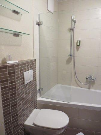 Verwöhnhotel Votters Sportkristall: bagno con doccia