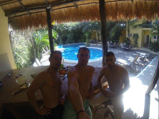 Hotel LunaSol: en cuisine avec vue sur la piscine