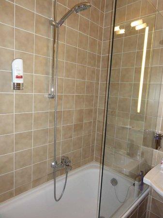 Leonardo Hotel & Residence München: Banheiro