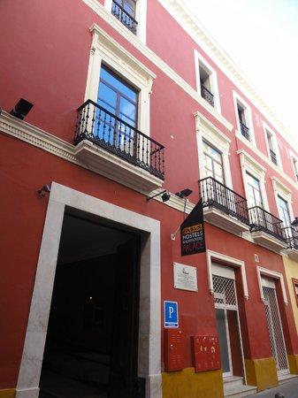 Oasis Backpackers' Palace Seville: vue de la rue